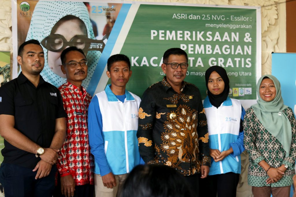 Students receive a scholarship for optometry school in Jakarta, Indonesia.